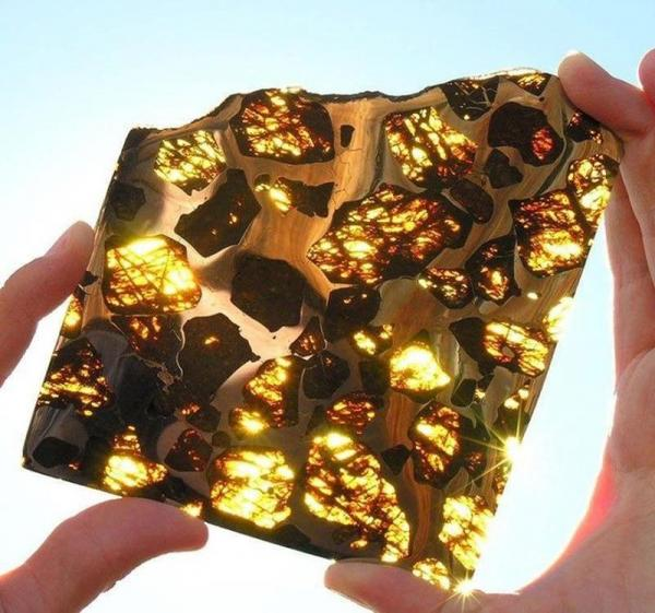 Incredible-Meteorite-Pieces-Found-In-The-Mountains-Of-Fukang.jpg