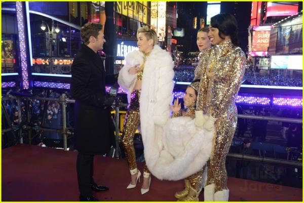 miley-cyrus-new-years-eve-2014-performance-watch-now-04.jpg