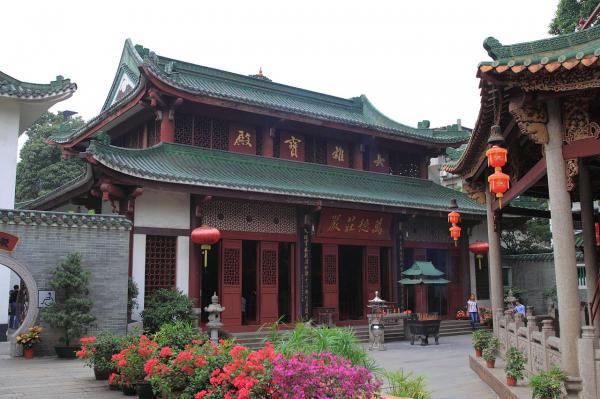 1280px-Guangzhou_Liurong_Si_2012.11.15_16-17-24.jpg