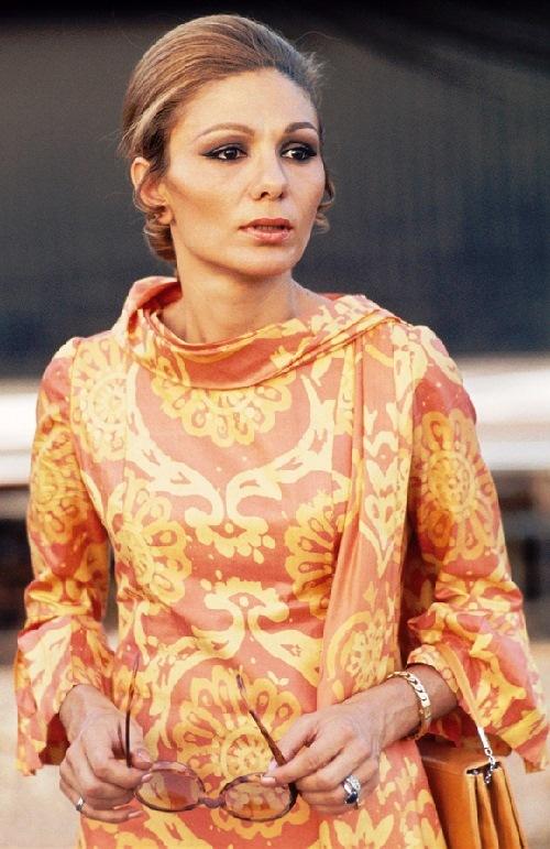 Farah-Pahlavi-in-1971.jpg
