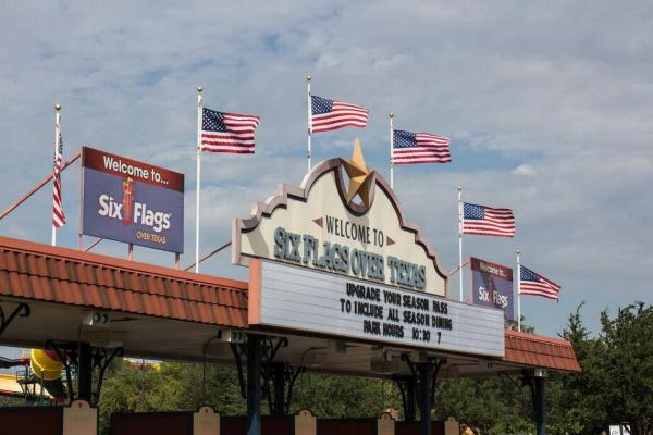 US NEWS SIXFLAGS-TEXAS 1 FT.jpg