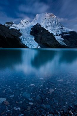 Mount_Robson_Twilight.jpg