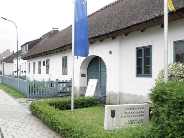 1280px-Haydngeburtshaus.jpg