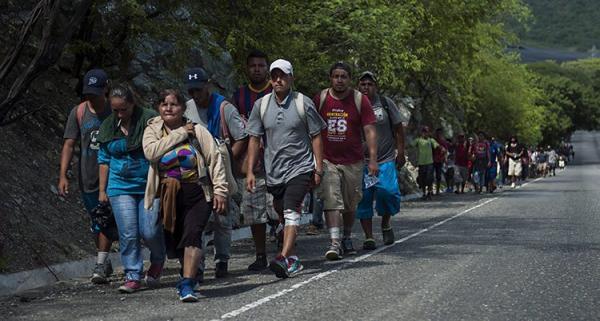 Folk från Honduras på väg mot USA.jpg
