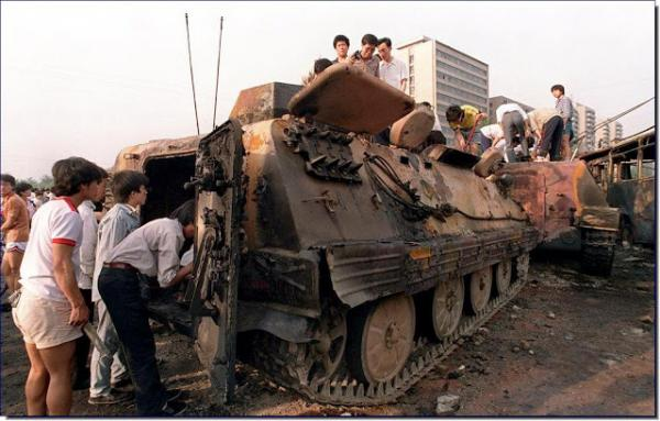 tiananmen-square-protests-massacre-china-june-4-1989-history-pictures-incredible-amazinf-rare-photos-images-017.jpg