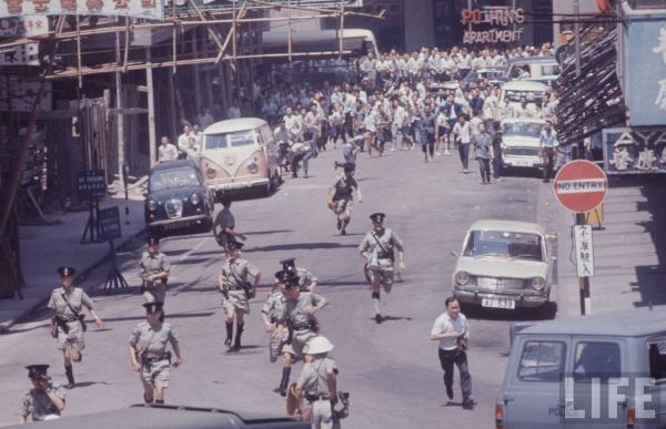 1967年暴�悠陂g的旺角街�^: 好唔和平理性!好暴力!1967年 3.jpg