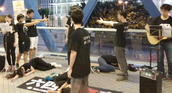 香港学生表演 六四报哀音2.jpg