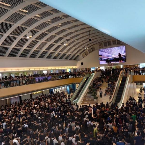 2019-10-04日晚香港人聚集在马鞍山同声宣读《香港临时政府宣言》.jpg