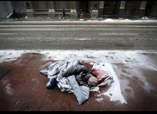 2019年一月29日,芝加哥大街上就发现15具无家可归者尸体。有图有真相.jpg
