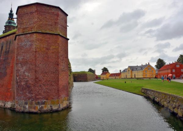 2016-07-06_Kronborg Castle_Moat-30001.JPG
