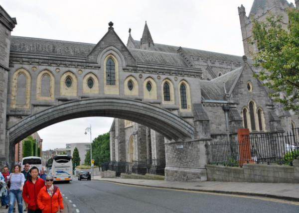 2016-07-10_Christ Church Cathedral_Stone Bridge Leading to Synod House-40001.JPG