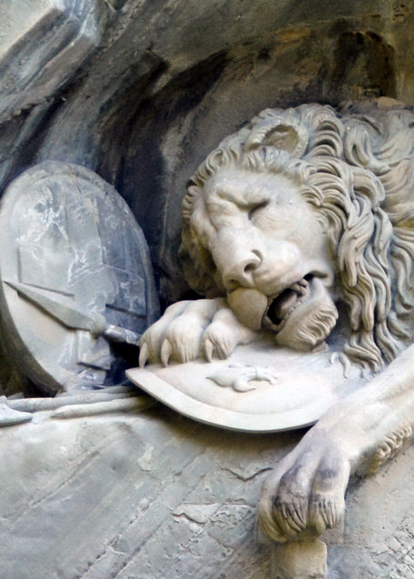 2017-08-23_Lion Monument_Mortally-Wounded Lion by Lukas Ahorn0001.JPG