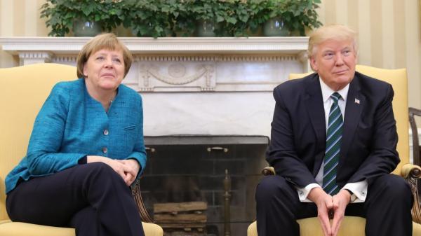 Trump weigert Merkel den Handschlag.jpeg